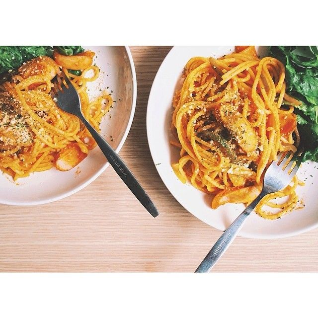 #15minpasta for two. Spaghetti Japanese style ketchup sauce.  ソンクラン3日目、ナポリタン  #パスタ #スパゲティ #ナポリタン #food #pasta #lunch #brunch #spaghetti #ketchup #sausage #onion #paprika #thaistagram #onthetable #vscocam #vscofood #vscogood #afterlight #cooking #homecooking #bangkok #thailand
