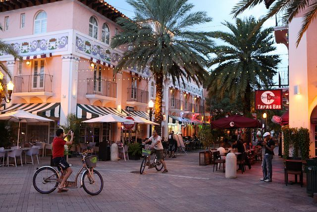 Espanola Way A Small Laid Back Pedestrian Street Lined With Restaurants And S Paralleling Lincoln Road In South Beach Miami Florida