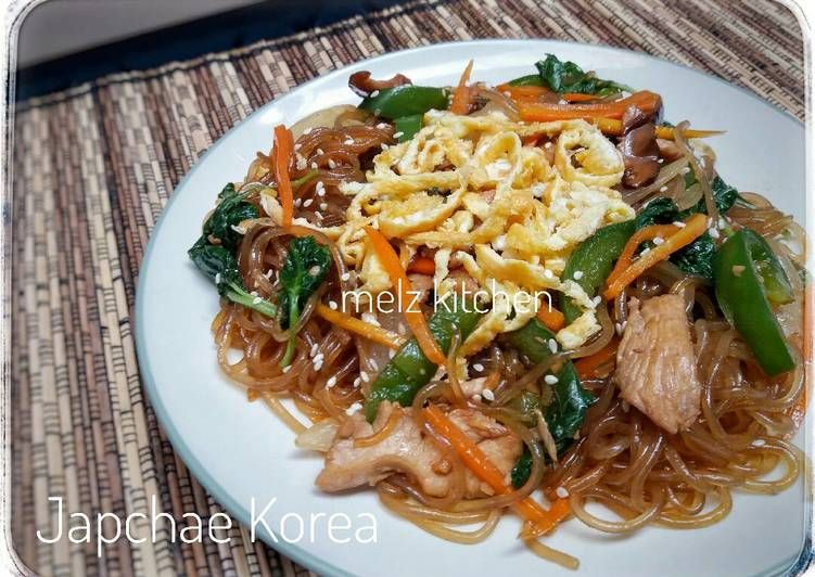 Resep Dan Cara Membuat Japchae Ala Korea Rumahan Yang Mudah Nan Enak Selerasa Com Maangchi Recipes Vegetable Recipes Spiral Vegetable Recipes