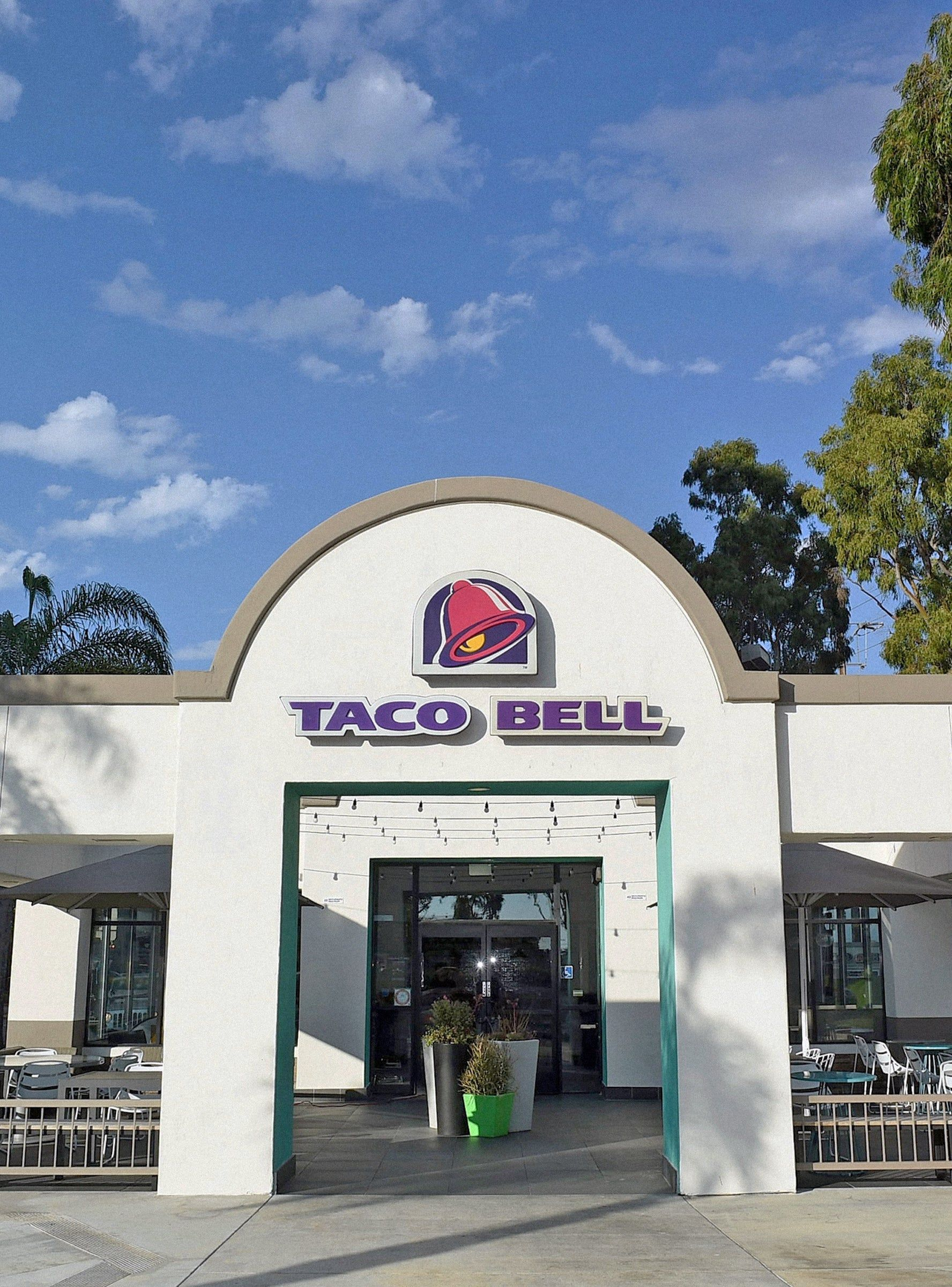 This Is Not A Drill You Can Now Make 100 000 Working At Taco Bell In 2020 Taco Bell Company Meals Tacos