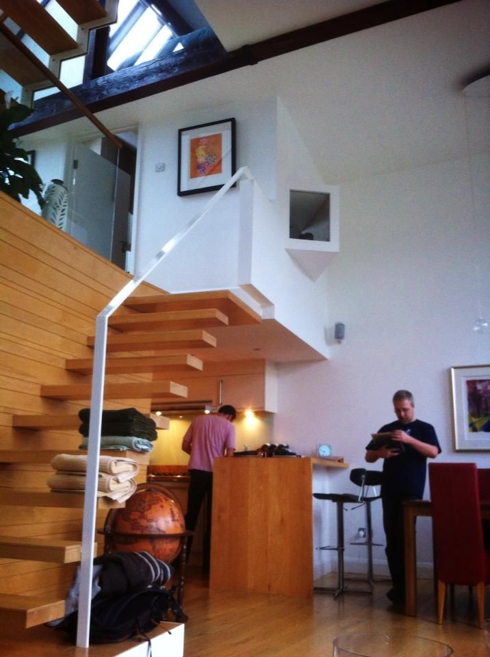 uma casa em Londres - lindo o corrimão, linda a escada
