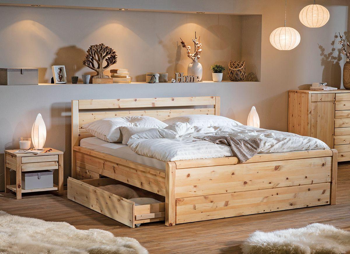 In diesem gemütlichen Holzbett lässt es sich herrlich