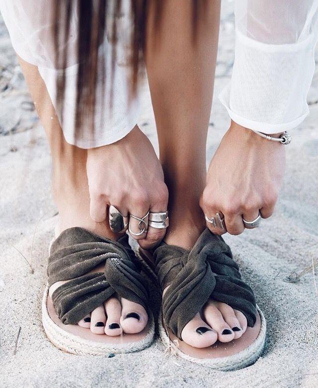 4cbe4e9b1b77 Pin de Marisa en Calzado    Shoes
