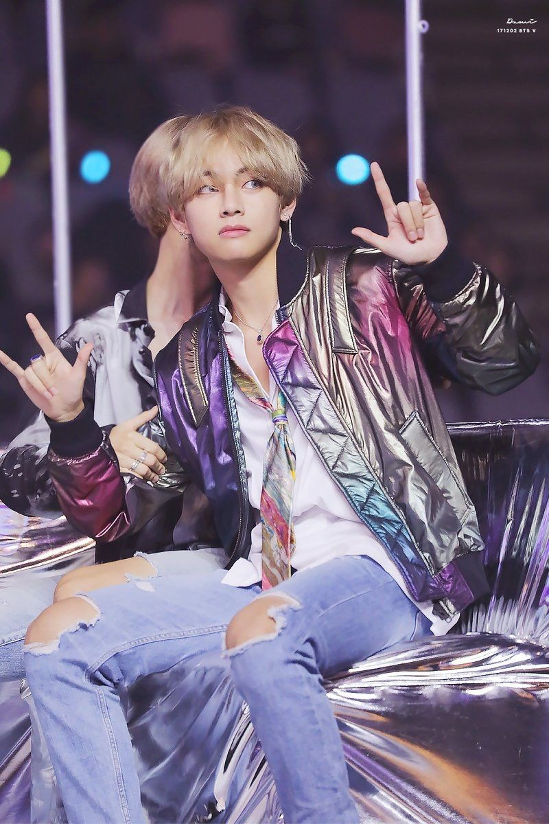 """TAEHYUNG ❤️ does Tae know that means """"I love you"""" in sign language?! Either way, he's adorable!"""