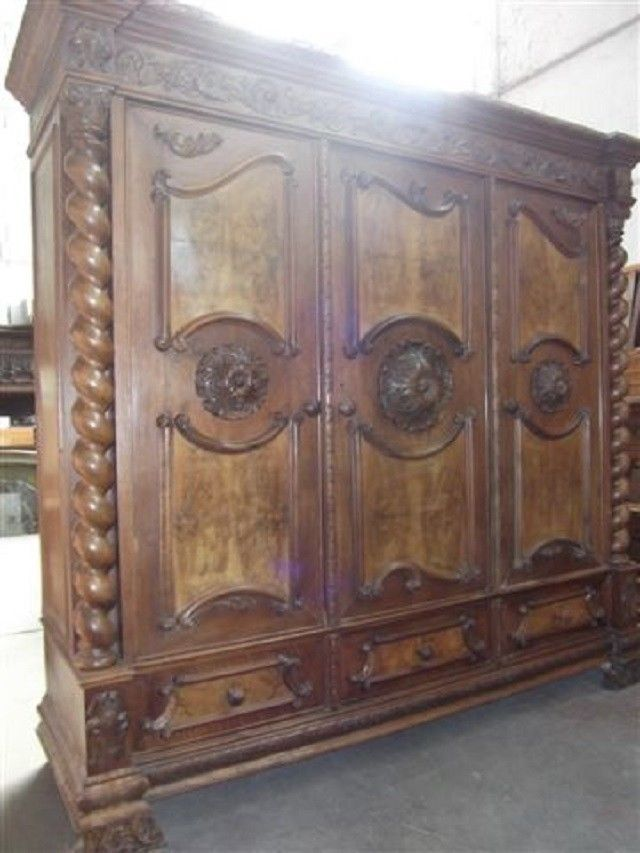 BEAUTIFUL CARVED TUSCAN ITALIAN ANTIQUE WALNUT BEDROOM SET ARMOIRE    13IT055A