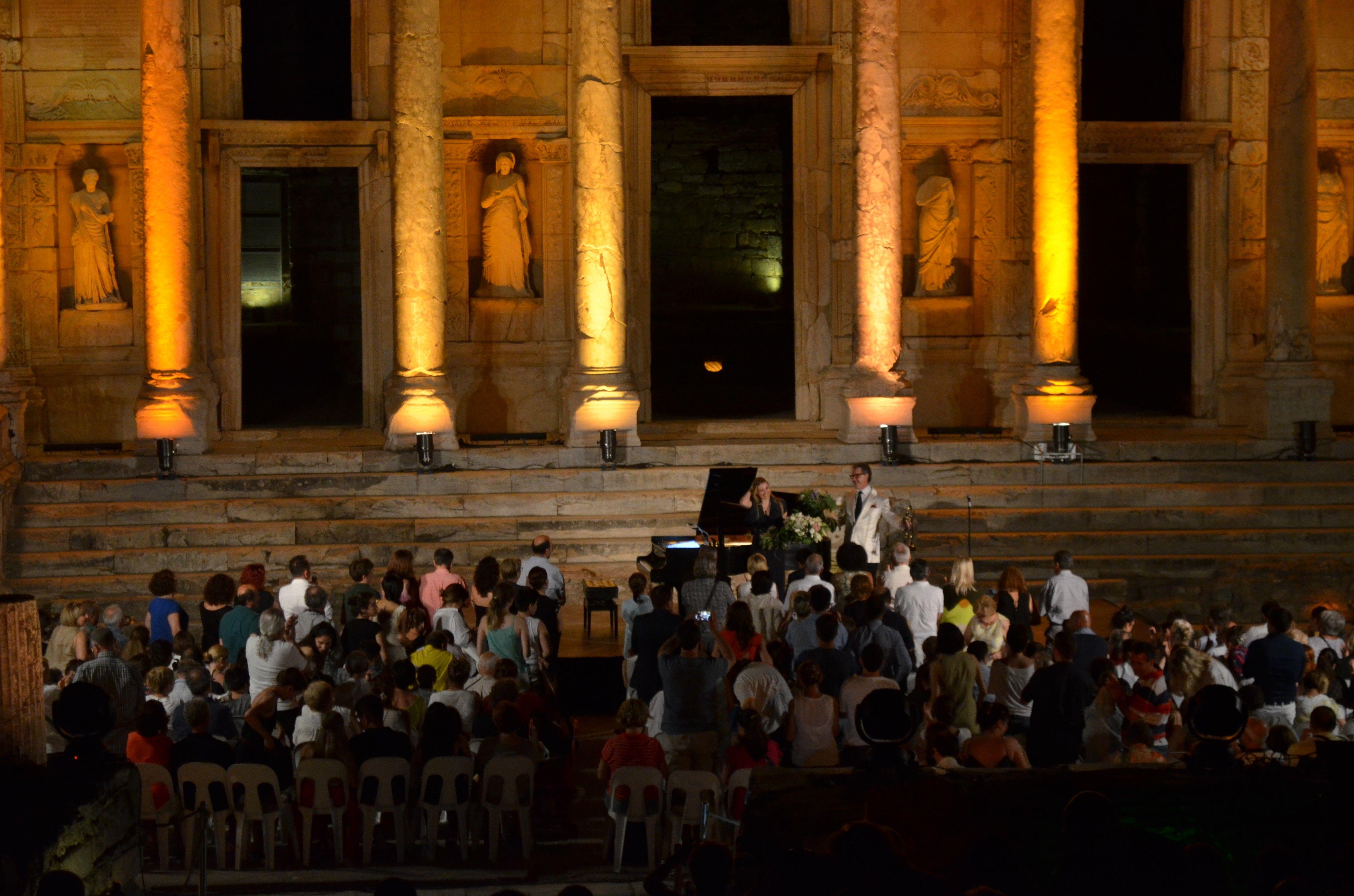 Sinemanın büyülü melodileri Celsus'da yankılandı - Çınar Haber Ajansı