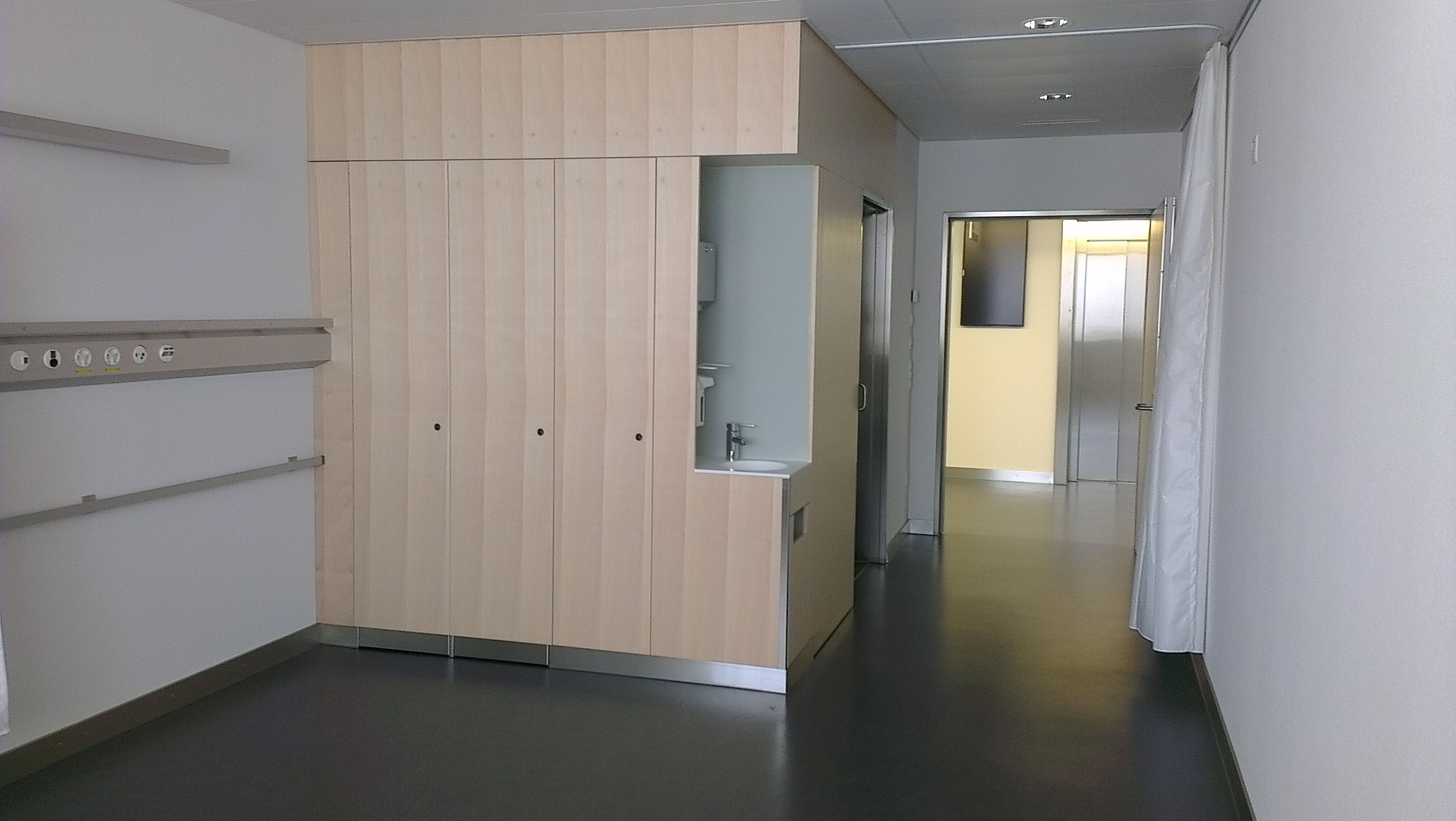Innenausbau Baselland Alte Landstrasse 1, 4492 Tecknau 061 851 10 38 061 853 98 88 info@hinze-schreinerei.ch http://www.hinze-schreinerei.ch/dienstleistungen/innenausbau