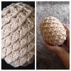 waaashles: After a lot of practice with the crocodile stitch, I finally finished my first Game of Thrones dragon egg! Two more are on the way! Pattern by Rachael Fulcher on Ravelry.  #crochet #gameofthrones #motherofdragons #dragoneggs #got #crafts #yarn #crocodilestitch