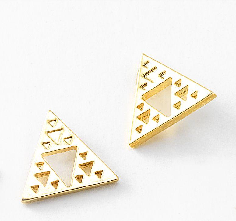 c3b4fd8e358d Aretes con 4 baños de oro de 18 kl en forma de triangulo. | NICE ...