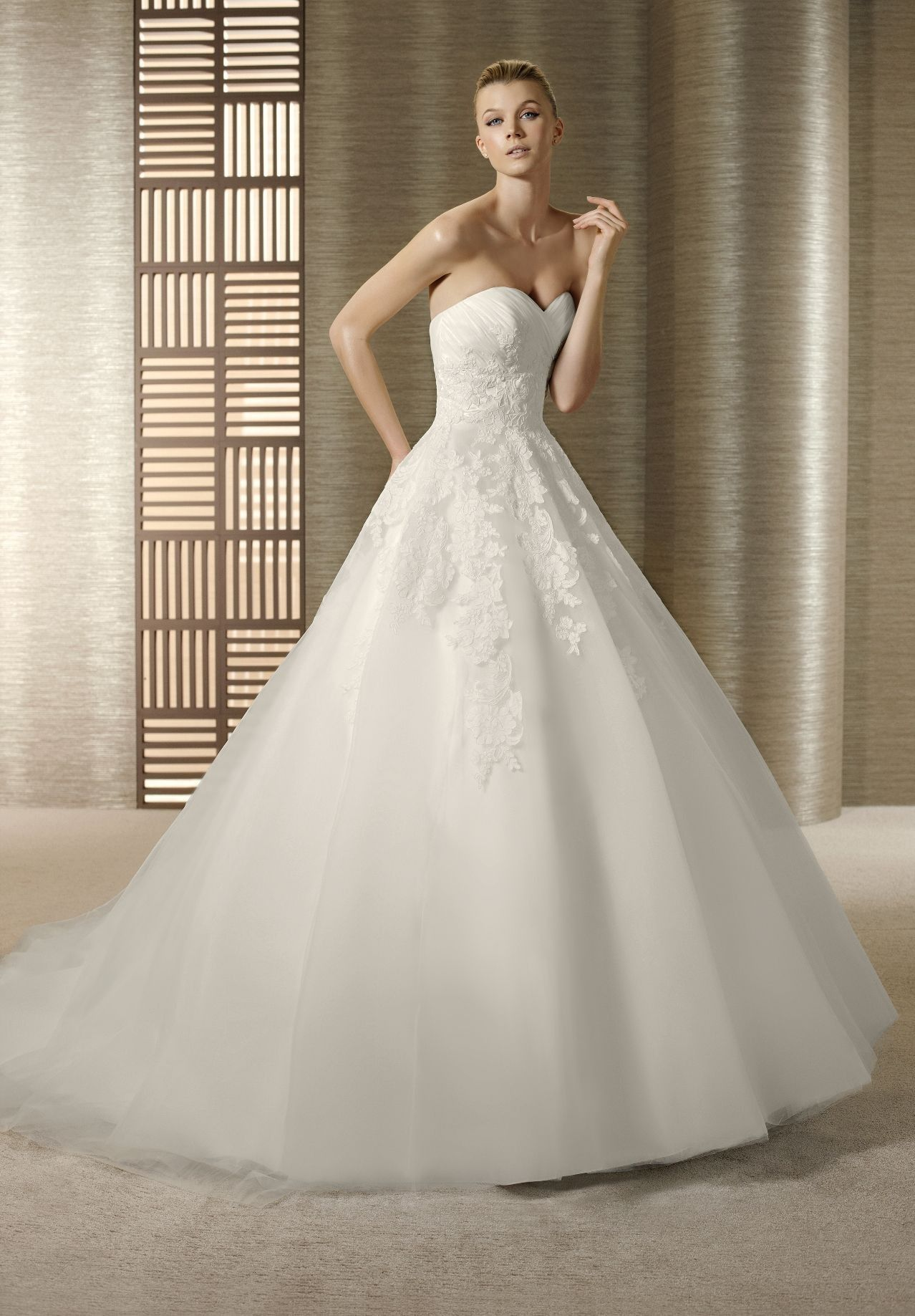 classy wedding dresses Organza Strapless Sweetheart Ball Gown Elegant Wedding Dress Bride