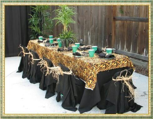 Animal print dinner table setting looks different and can be great for tropical themed dinner - Deco table jungle ...