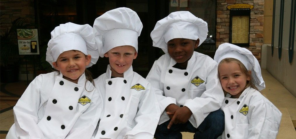 cpk birthday kids get to make their own pizza have a tour of the rh pinterest com