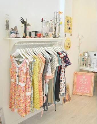 Image result for decoracion de tiendas de ropa peque as for Decoracion de interiores locales de ropa