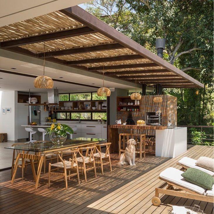 Casa Com Varanda En 2020 Decoracion De Patio Exterior Diseno De Patio Decoracion De Patio