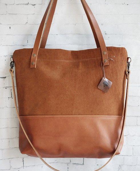 """Echtleder Beutel Tasche """"Manoo"""" // Cognac   Die Tasche """"Manoo"""" ist aus hochwertigem Echtleder gefertigt   Größe: Tasche: Breite: 45cm Höhe: 40cm Tiefe: 13cm  Riemen: Länge: 70cm Breite: 2cm"""