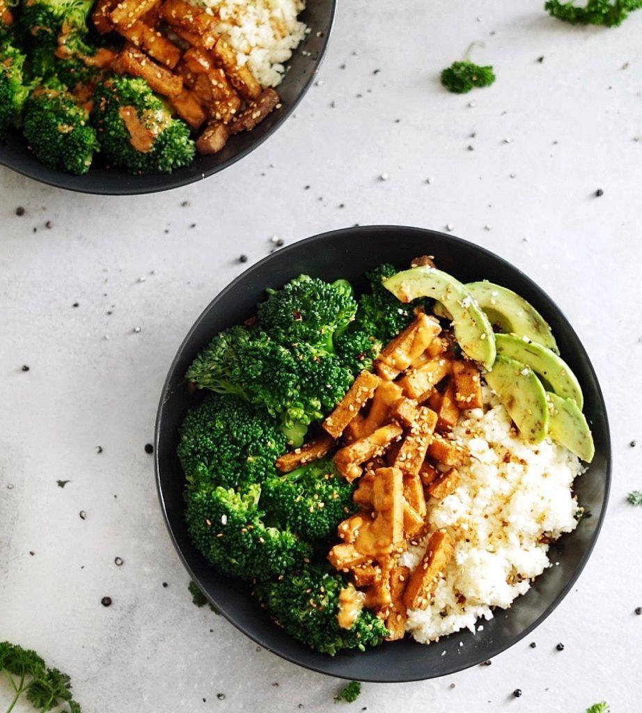 Vegane Low Carb Bowl Mit Gebackenem Tofu Low Carb Kuche Rezept Rezepte Gebackener Tofu Low Carb Abendessen Rezepte