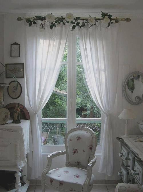 Lovely Soft White Drapes With White Flower Garland Shabby Chic Living Room Shabby Chic Curtains Chic Home Decor