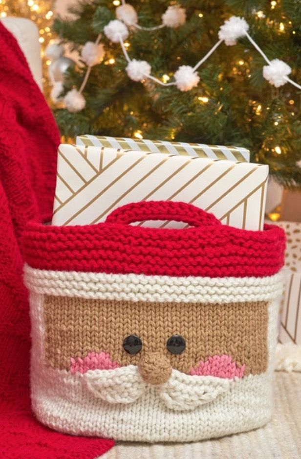 Cutest Free Christmas Knitting Patterns #knittingpatternsfree