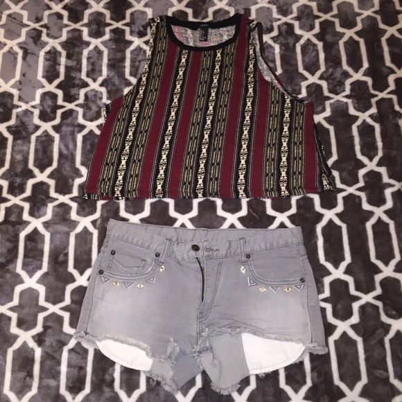 Sale Crop tank top Gently worn. Tribal print. Marked as a large but could also fit a medium. 18incbes long and the bust is also 18inches. All cotton. Any questions? Just ask! ✌️ Tops Crop Tops
