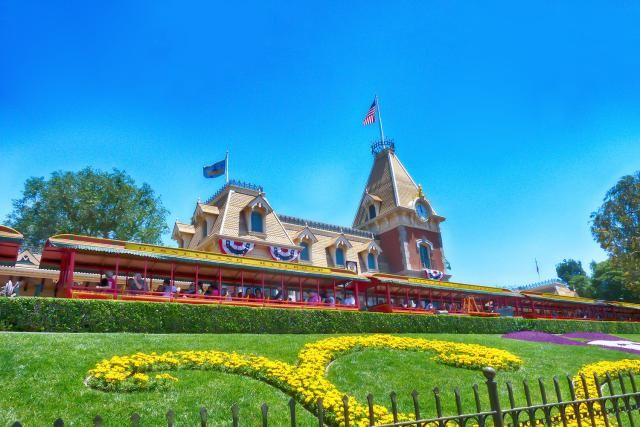How Much Does Disneyland Cost? Ticket Prices and Options ...