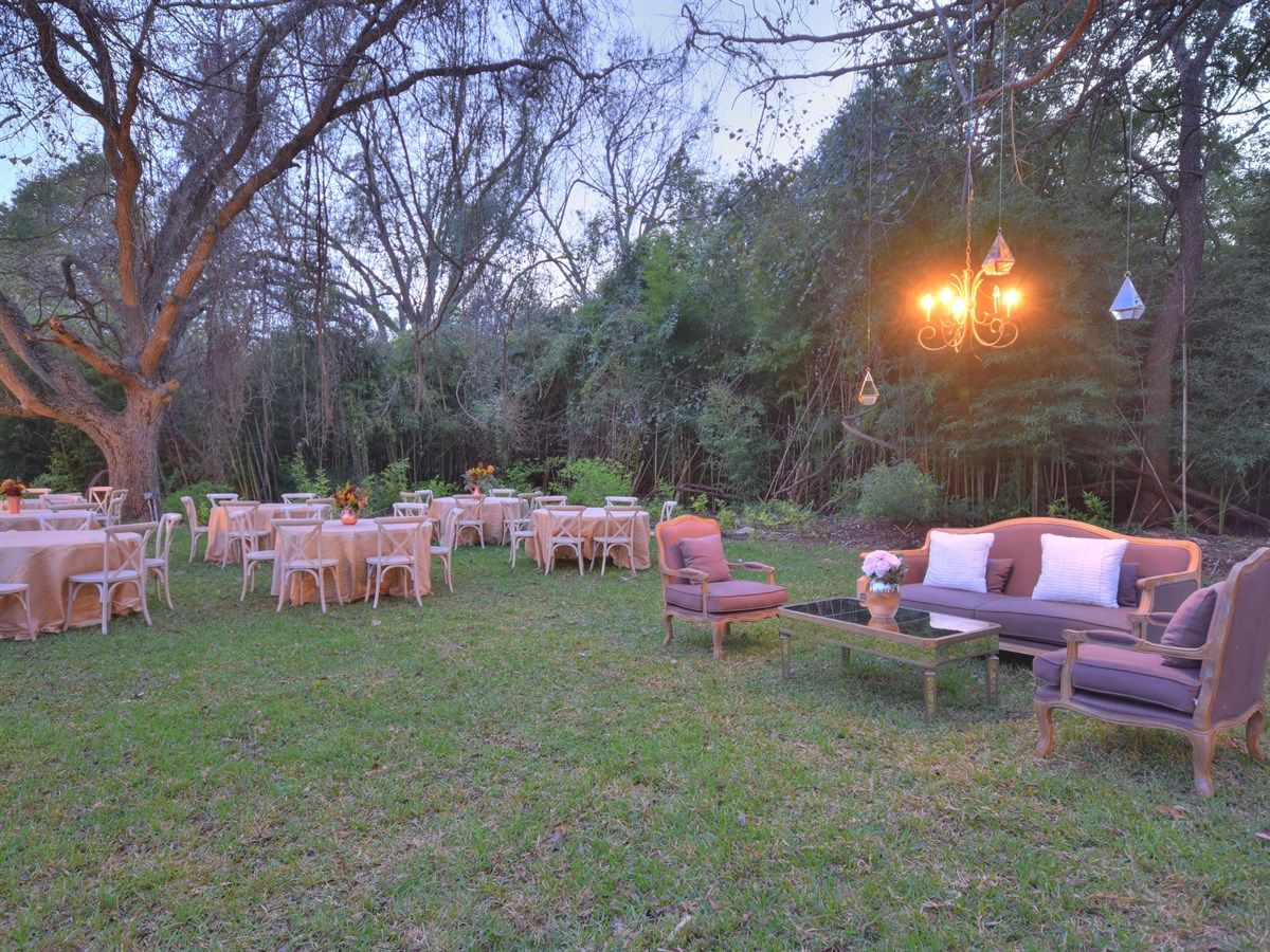 The Waters Point - Outdoor Dining   Hill country wedding ...