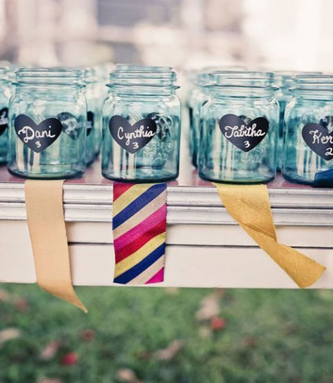 Planning a country wedding? Skip the traditional paper escort cards and use Mason jars decorated with chalkboard stickers instead! Guests can take their jars home as party favors. Get the tutorial on Emmaline Bride.