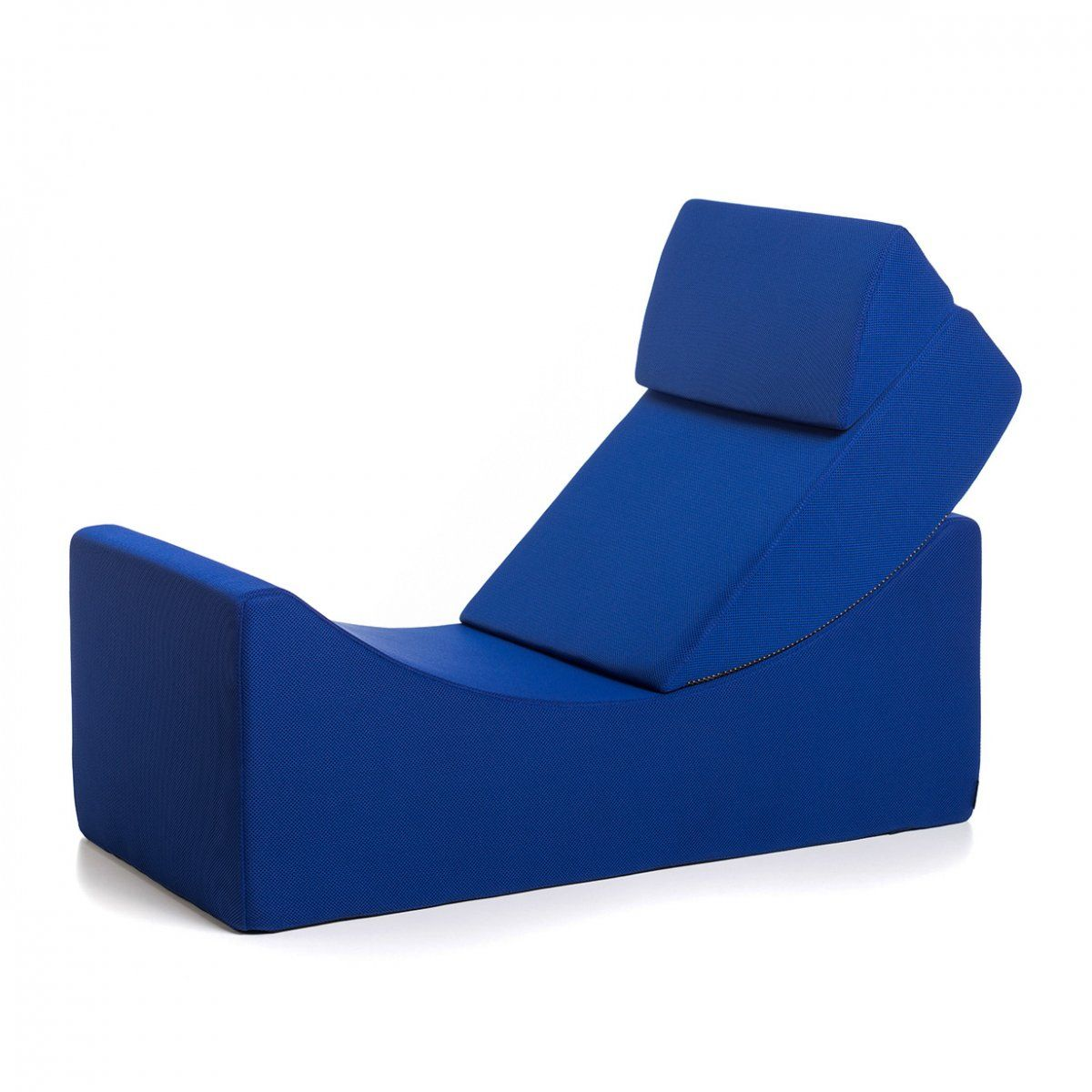 The Moon chaise longue is a simple yet extremely useful furnishing element designed for comfortable sitting, lying or use as a low table. Moon is available online in a range of attractive colours.