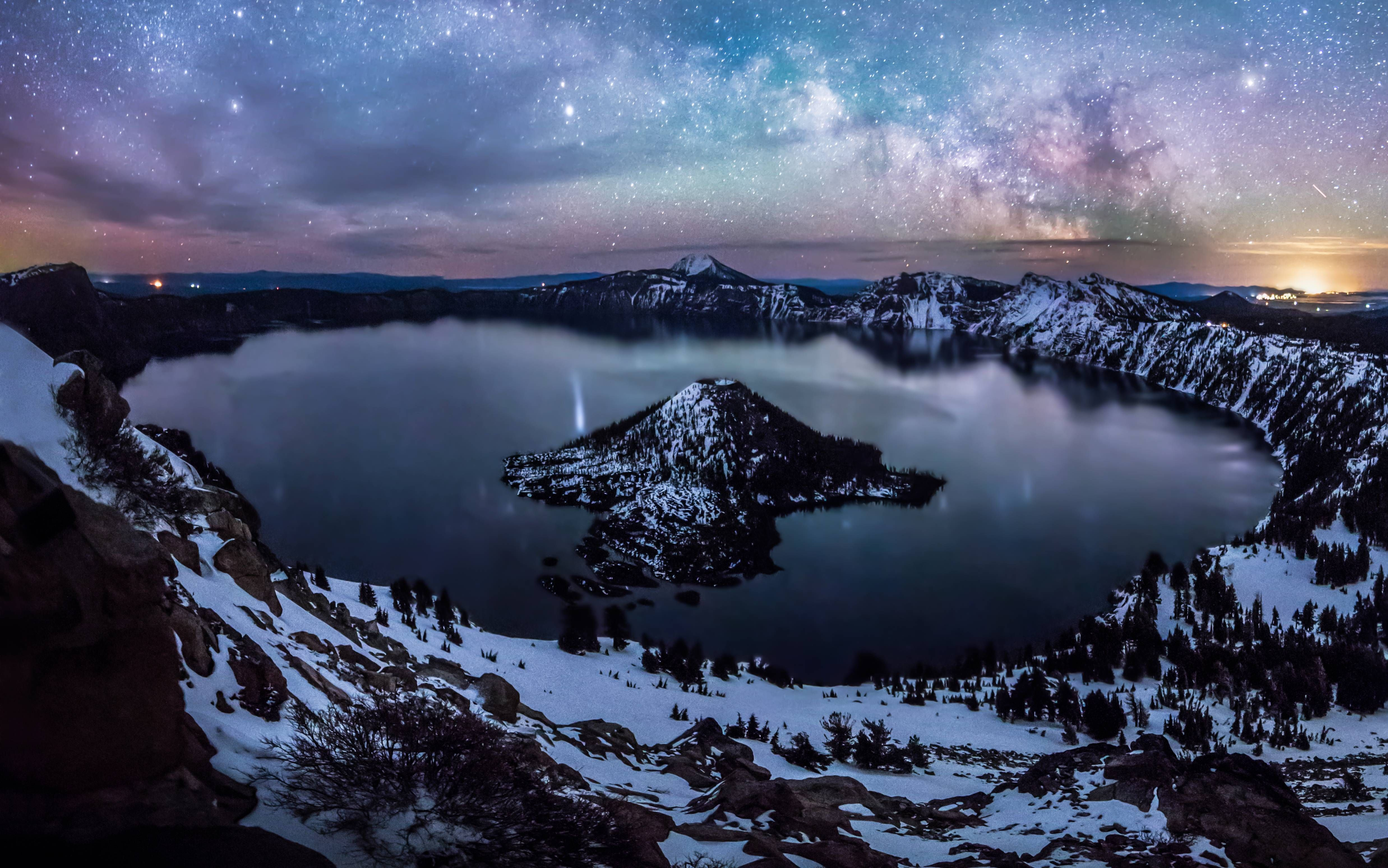 Crater Lake with northern lights and milkyway #craterlakeoregon Northern Lights + Milkyway + Crater Lake, Oregon taken by @studercinema #craterlakeoregon