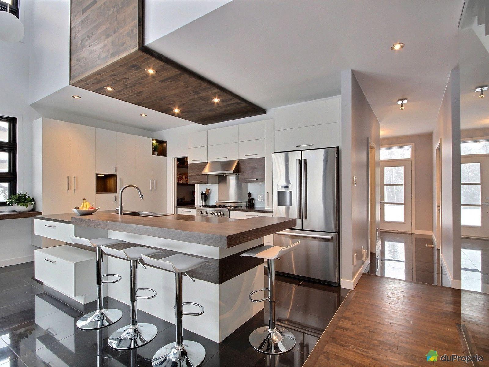 Quelle belle cuisine contemporaine magnifique ce plafond en bois rustique avec ces armoires - Belles cuisines contemporaines ...