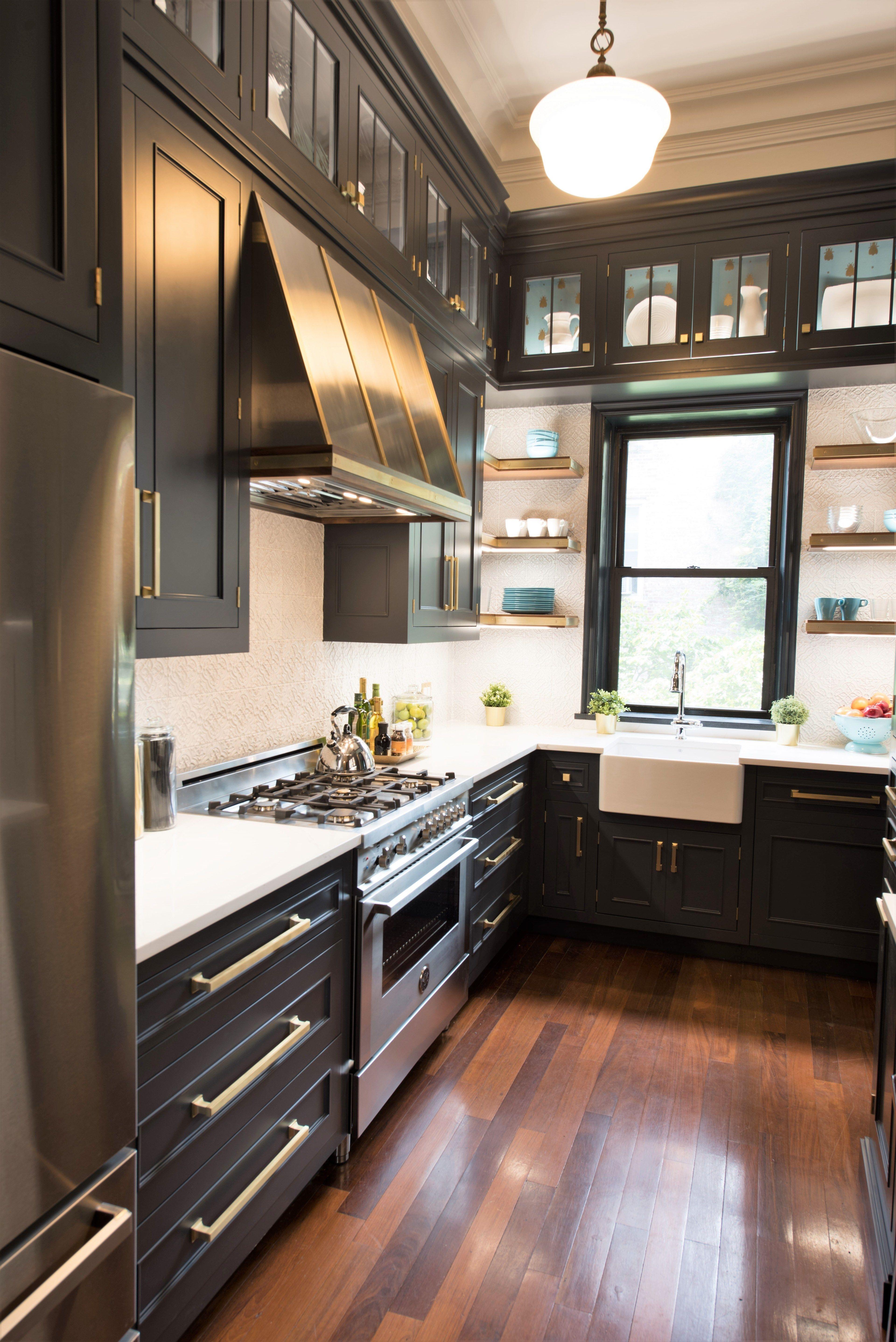 Sarah Baynes Interiors Interior Designer Sarasota Florida In 2020 Lake House Kitchen Kitchen Layout Black Kitchen Cabinets