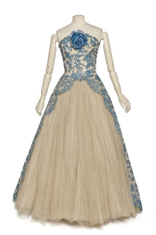 Ephemeral Elegance Lace And Tulle Evening Gown Ca 1950s Pierre Balmain Via Les Arts Decoratifs