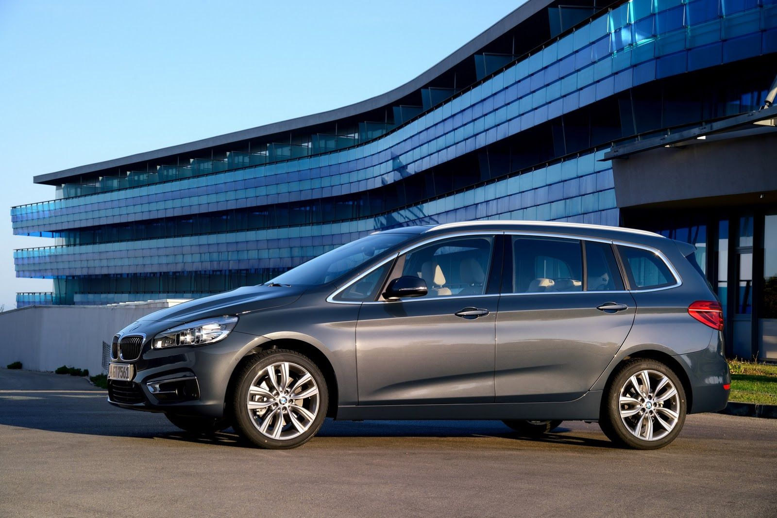 Bmw Parades New 2 Series Gran Tourer Minivan In 202 Photos Carscoops Bmw 2er Bmw Tourer
