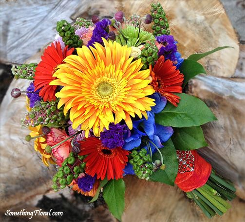 Types Of Wedding Bouquets: High Contrast Bridal Bouquet Featuring Two Different Types