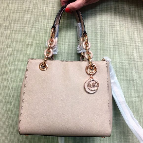 68df490ea41d NWT Michael Kors Cynthia Small Saffiano Leather Michael Kors Cynthia Small  Satchel. Condition NEW WITH TAGS. % Authentic!! Comes with MK original DUST  BAG.