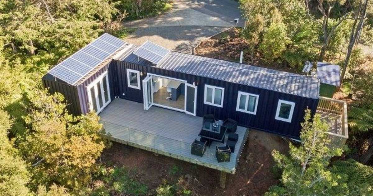This is brenda kelly 39 s shipping container home and it 39 s for Sea container home designs