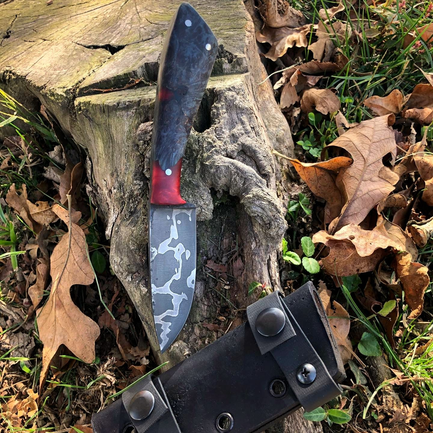 New blade from @black_bird_blades with some lovely low-layer steel! Available—Sheath finished and ready to find a home. 80CRV2 and 15N20 billet forged my coalironworks 12 ton press and the first of my blade heat treated with my new jenkenkilns kiln. Post or message if interested