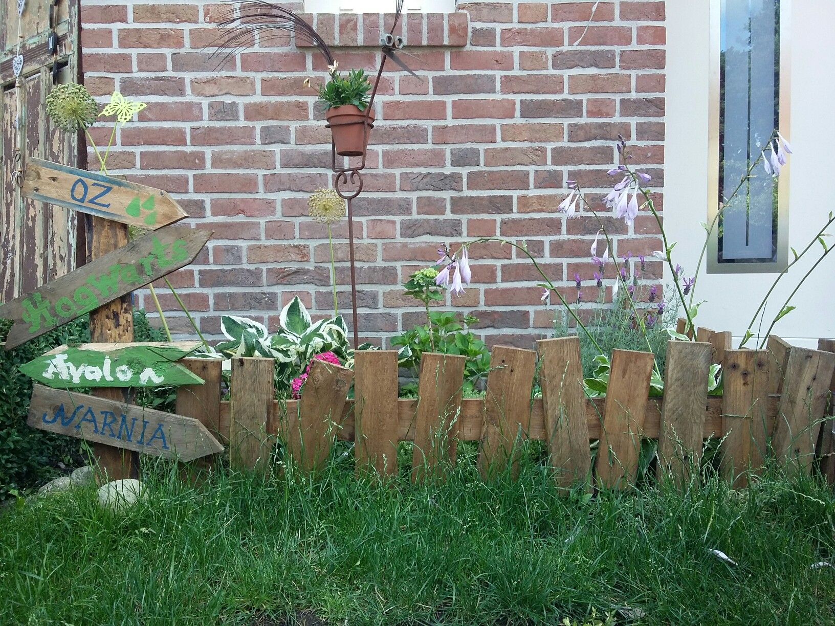 Beetbegrenzung gartenzaun aus paletten holz gartenzaun - Gartenzaun aus paletten ...
