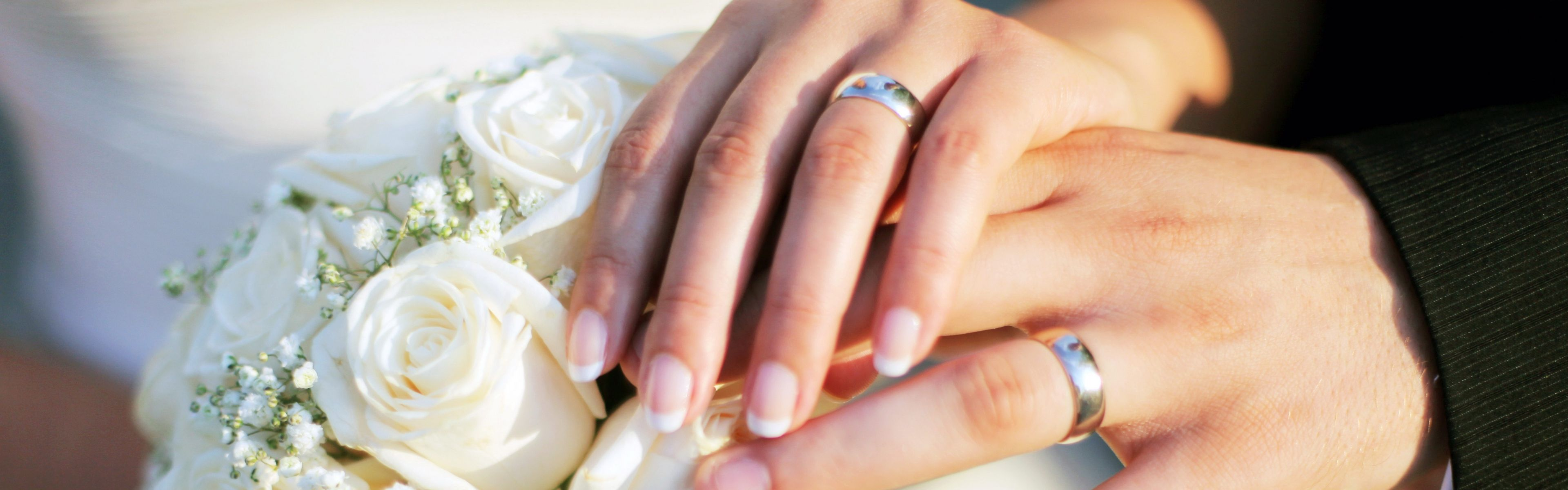 picture with couples hands with wedding rings on a bouquet download 3840x1200 hands wedding - Wedding Rings On Hands