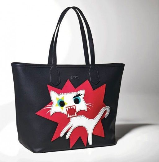 Bolsa com a gatinha Choupette Lagerfeld - um dos itens da coleção que o estilista prepara com a Riachuelo!
