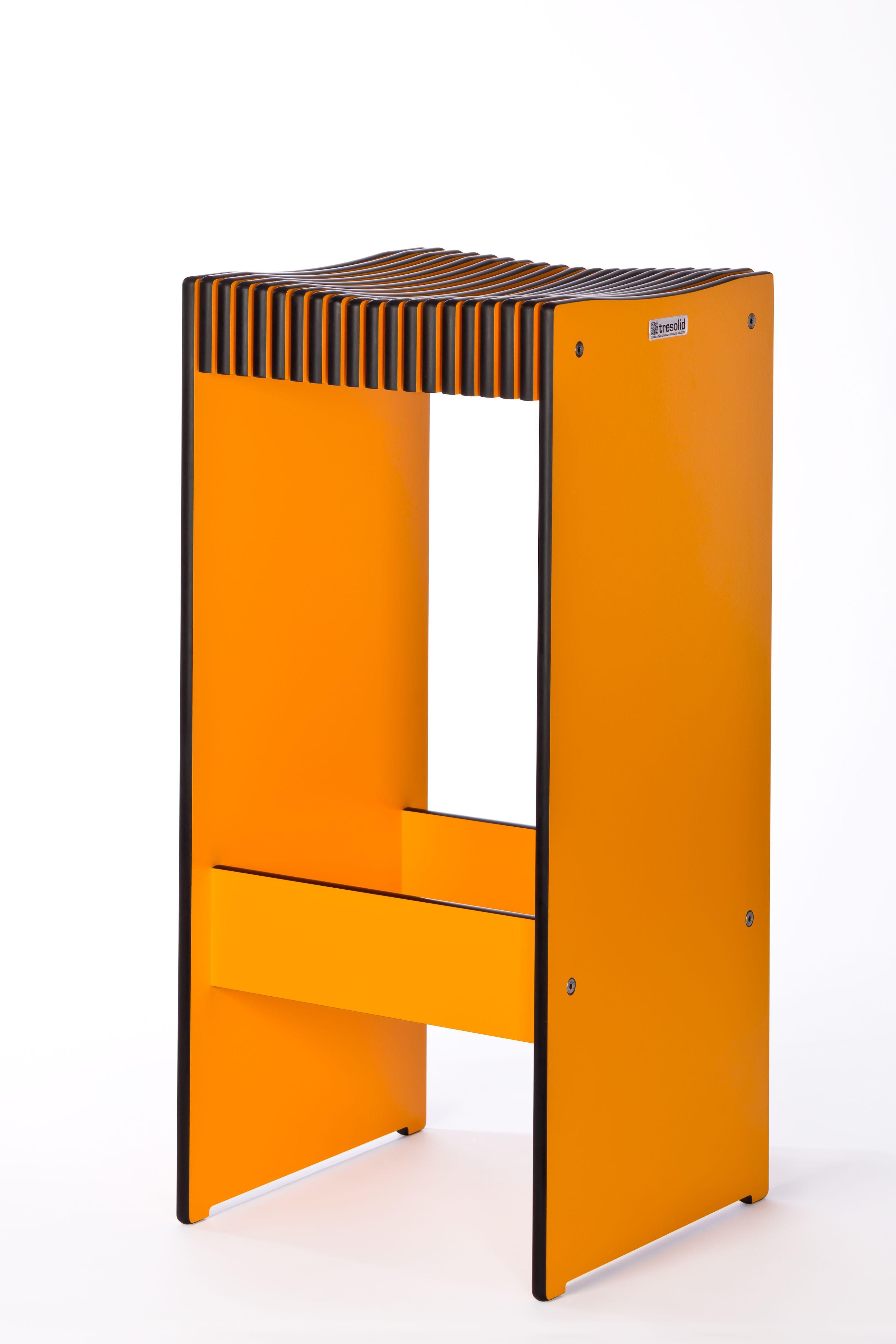 Hocker aus Kompaktplatte Egger orange