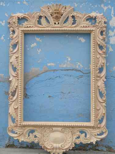 Marco tallado a mano en madera de pino celaya for Disenos de marcos de madera para espejos