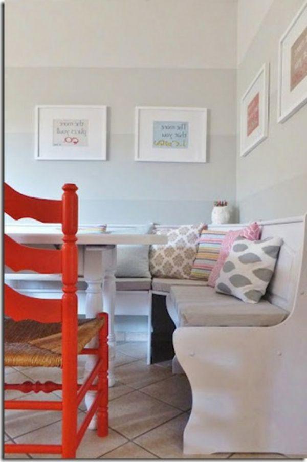 esszimmer weiße wandfarbe vier bilder an der wand roter stuhl - esszimmer gestalten ideen