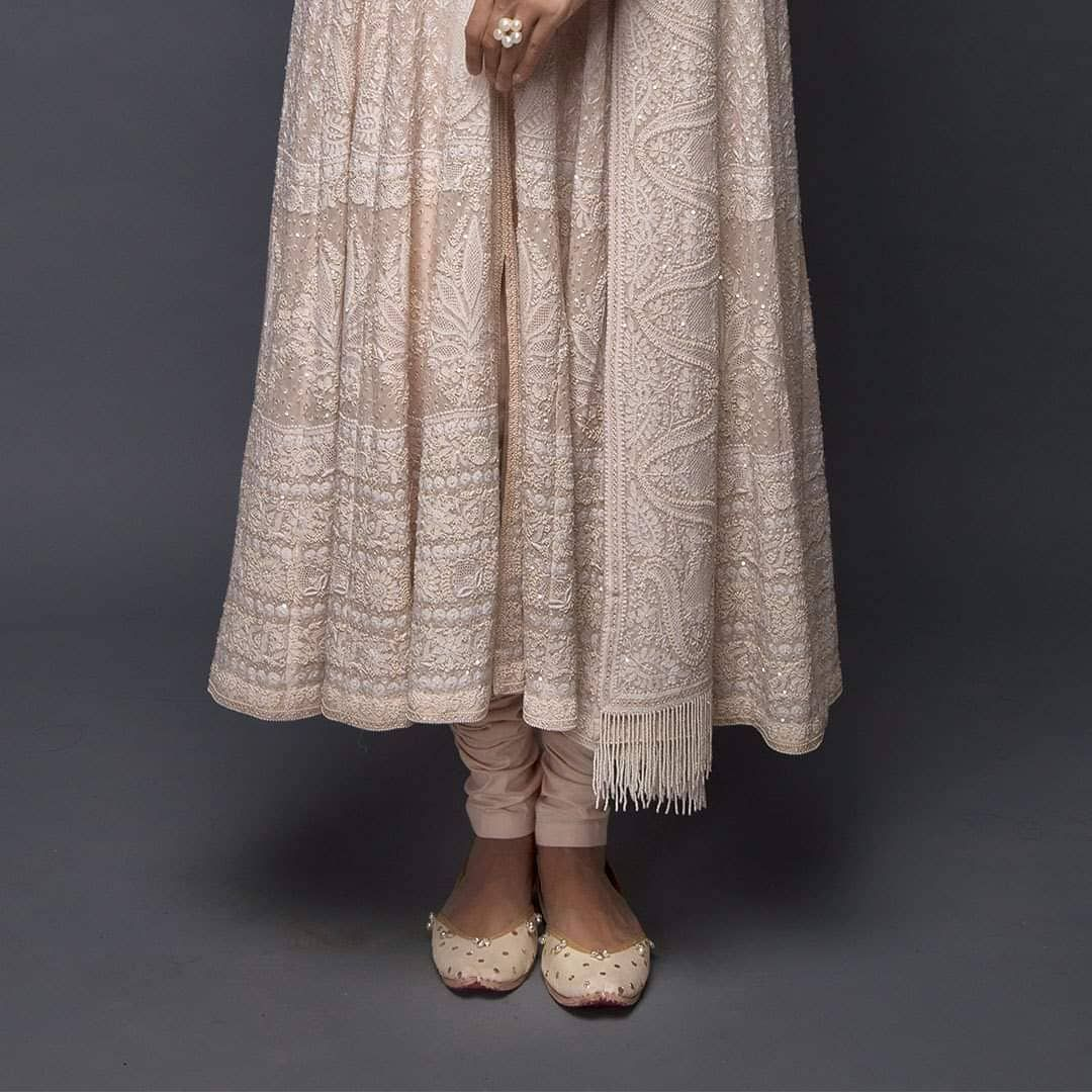 |Farozaan| Exquisite ek taar Chikankari hand embroidery on