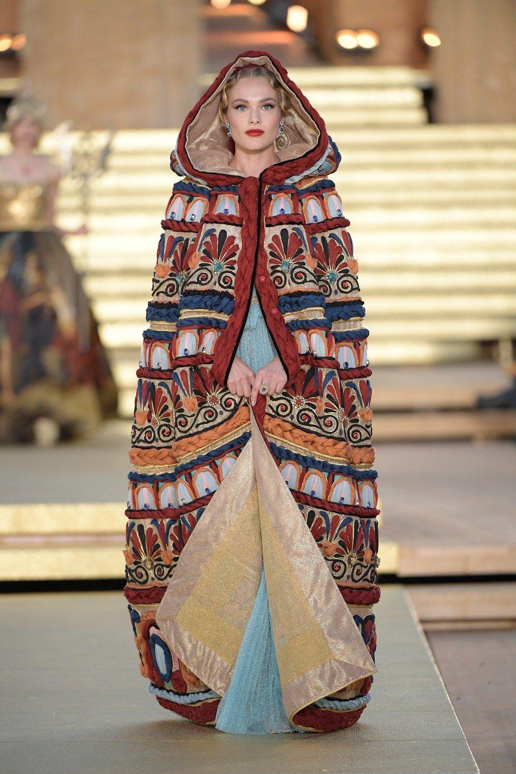 Dolce & Gabbana Haute Couture Automne-Hiver 2019-2020 - Défilé   Vogue Paris