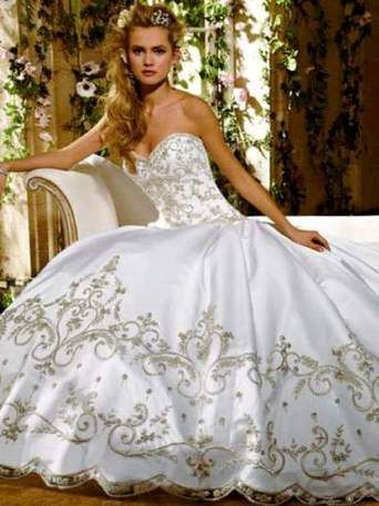 Eve of Milady E 19 I wanna cry this is my dream dress and I wanna find it in stores!!
