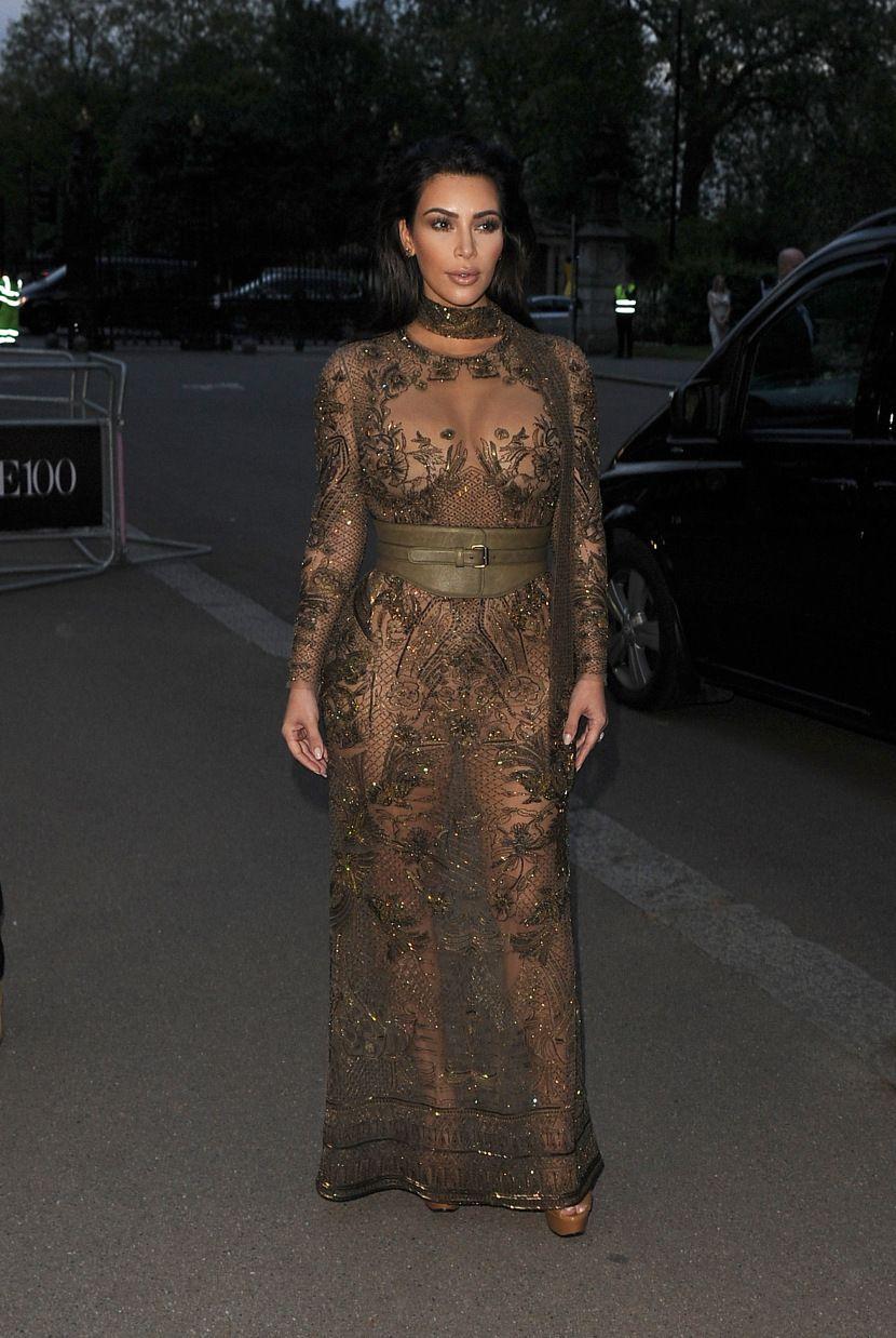 A Comprehensive Guide to Kim Kardashian's 15 Most NakedLooks