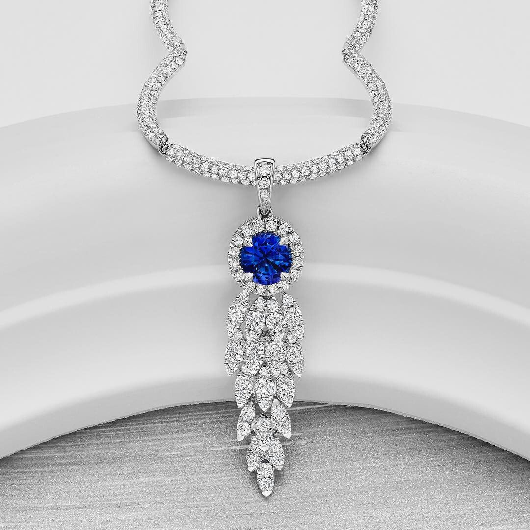 Stunning @dovesjewelry Ceylon sapphire and diamond Necklace from their Azure collection stole my heart.