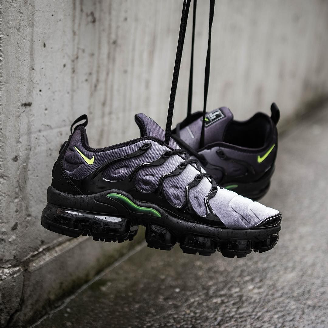 premium selection c2442 c9f9b Nike Air VaporMax Plus Black   Dark Grey Credit   Suppastore