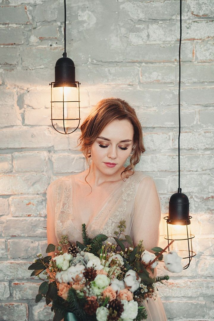 Rustic and cozy winter wedding styled shoot | neutral wedding dress | fabmood.com #winterwedding #weddingdress #wedding #rusticwedding #neutralweddingdress