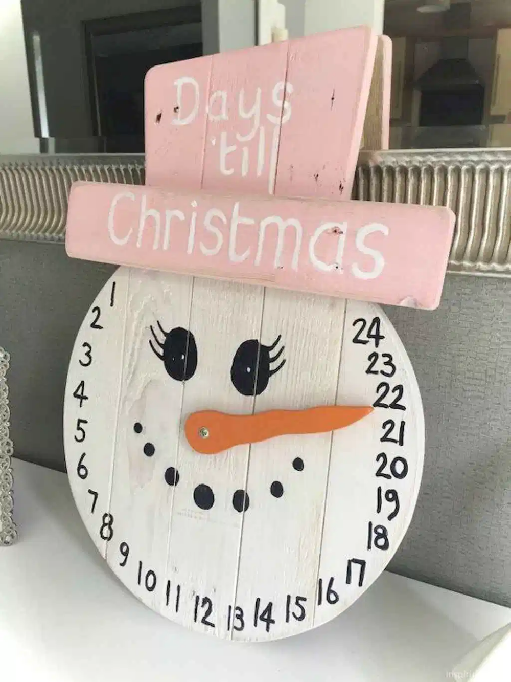 0014 Awesome DIY Wooden Christmas Craft Ideas Lovelyving